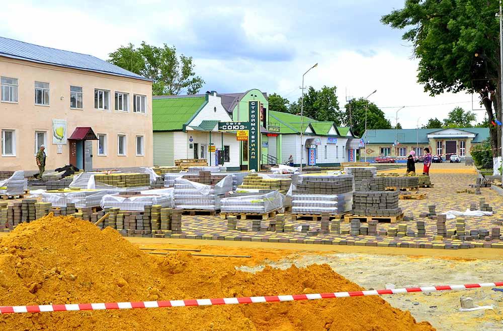 Улица им. Горького сегодня напоминает большую строительную площадку.