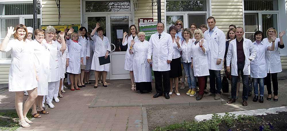 Добринские доктора (слева) встречают онкодесант из Липецка.