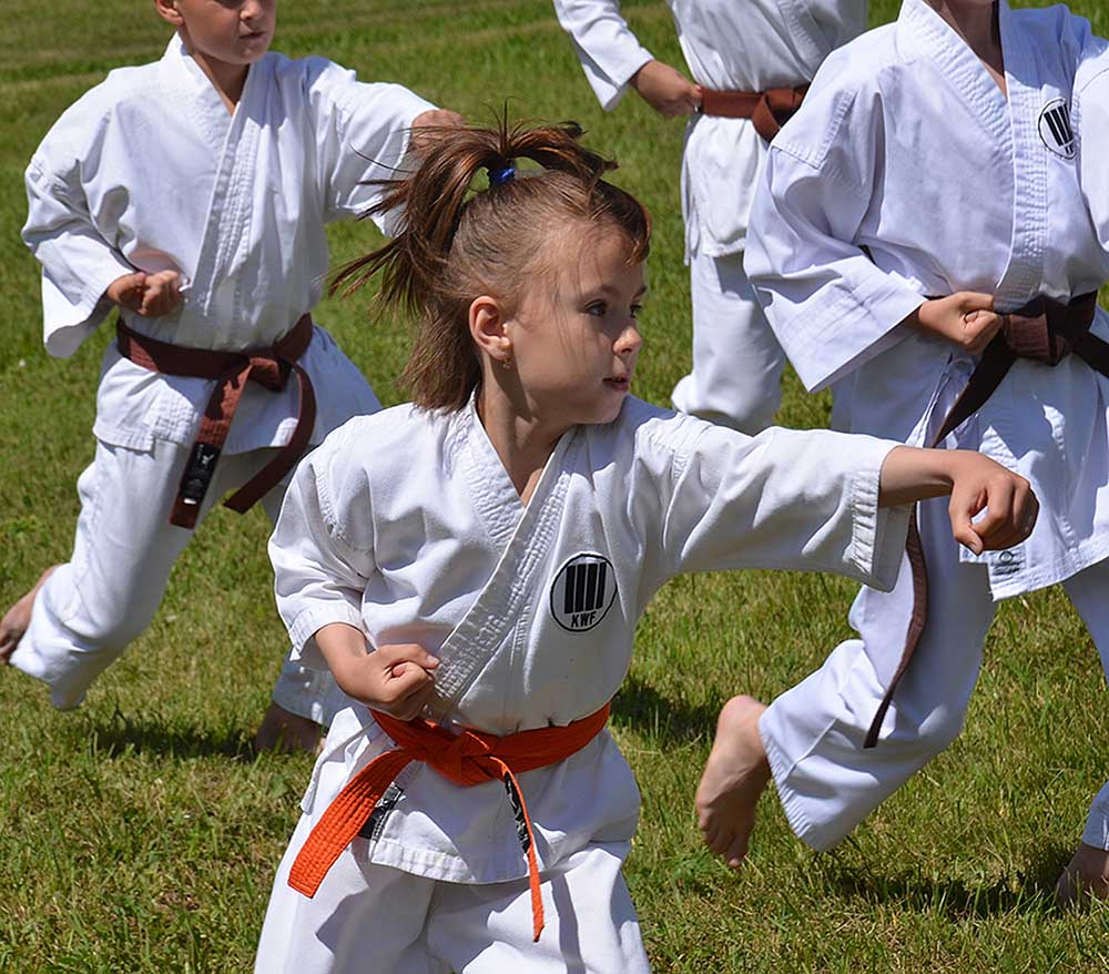 Показательное выступление юных спортсменов. Восточные единоборства - лишь малая часть представленных на фестивале видов спорта.