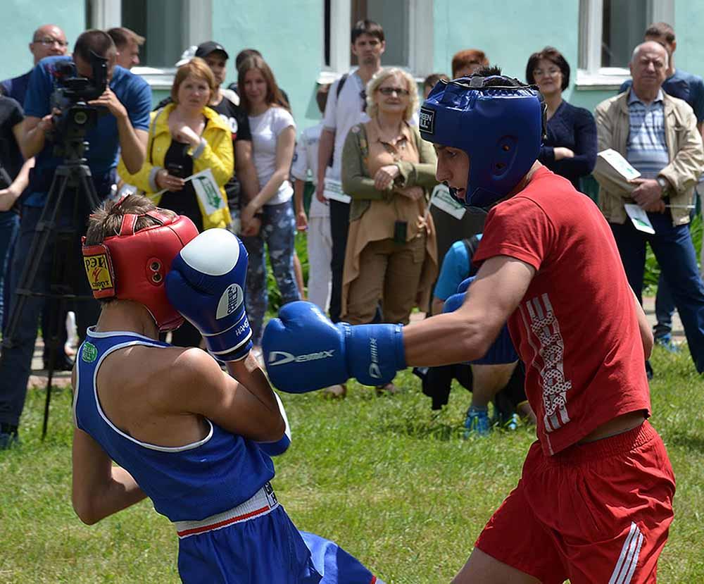 Добринские боксеры подошли к выступлению с полной серьезностью. И вкладывались в удар, как и полагается, со всей силой.