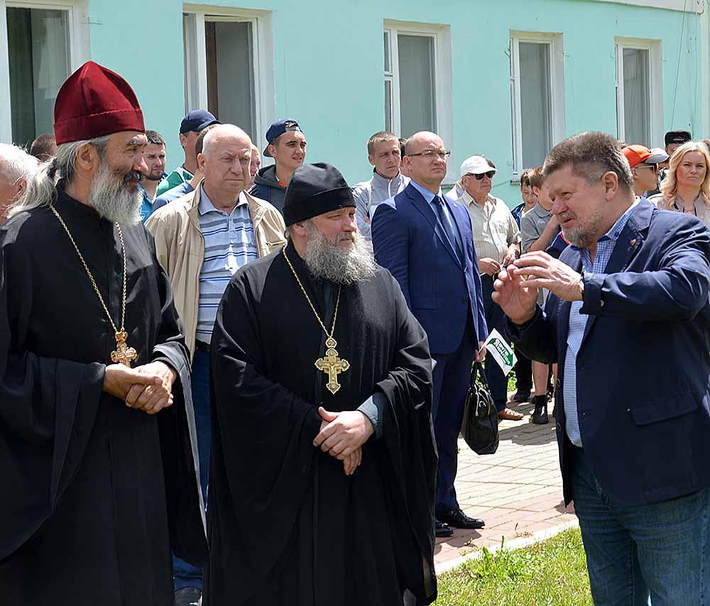 В числе гостей фестиваля был главный нарколог страны Евгений Брюн. Он особо отметил вклад Церкви в борьбу с наркоманией.