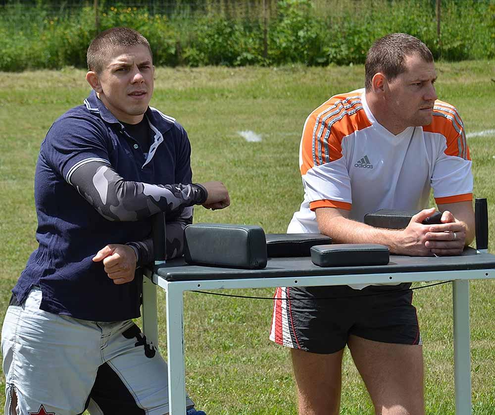 Илья Курзанов (на снимке слева), известный своими выступлениями на турнирах по смешанным единоборствам, был в числе приглашенных на фестиваль.