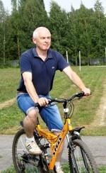 Прямо с велопробега на волейбольный турнир приехал Сергей Долматов (команда «Фортуна»).