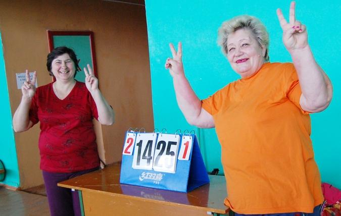 Бывшие сотрудники полиции Валентина Кошкина и Тамара Заичкина (справа) довольны: их команда победила