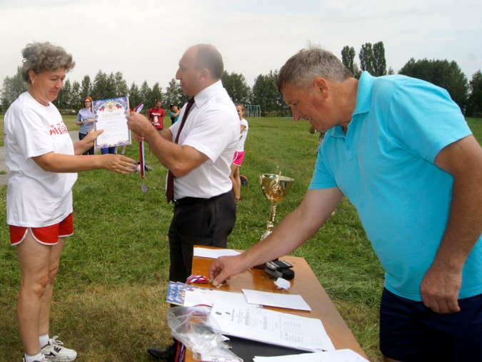 За второе место награждается Ольга Хрипушина (команда медиков).