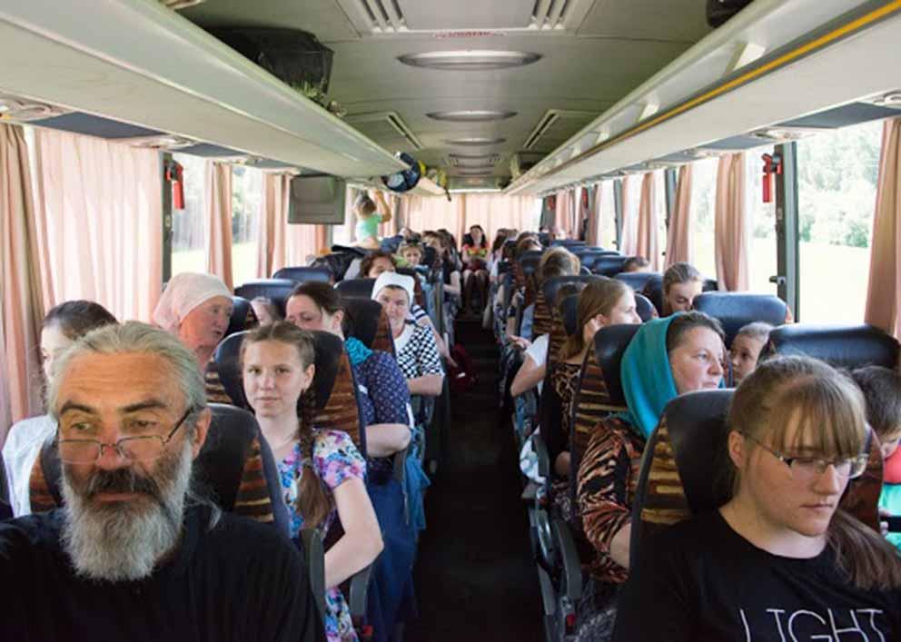 В комфортабельном автобусе.