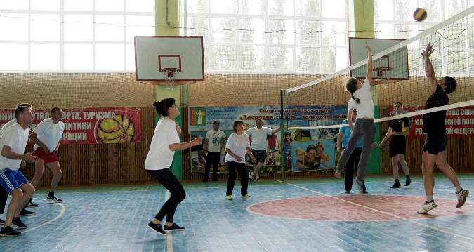 На спортивной площадке команда «Универсал».