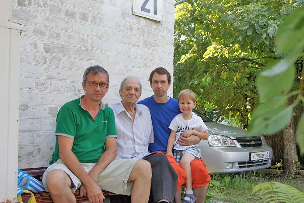 Четыре поколения Нестеровых. Василий Анатольевич, Анатолий Алексеевич, Федор Васильевич и Анатолий Федорович.