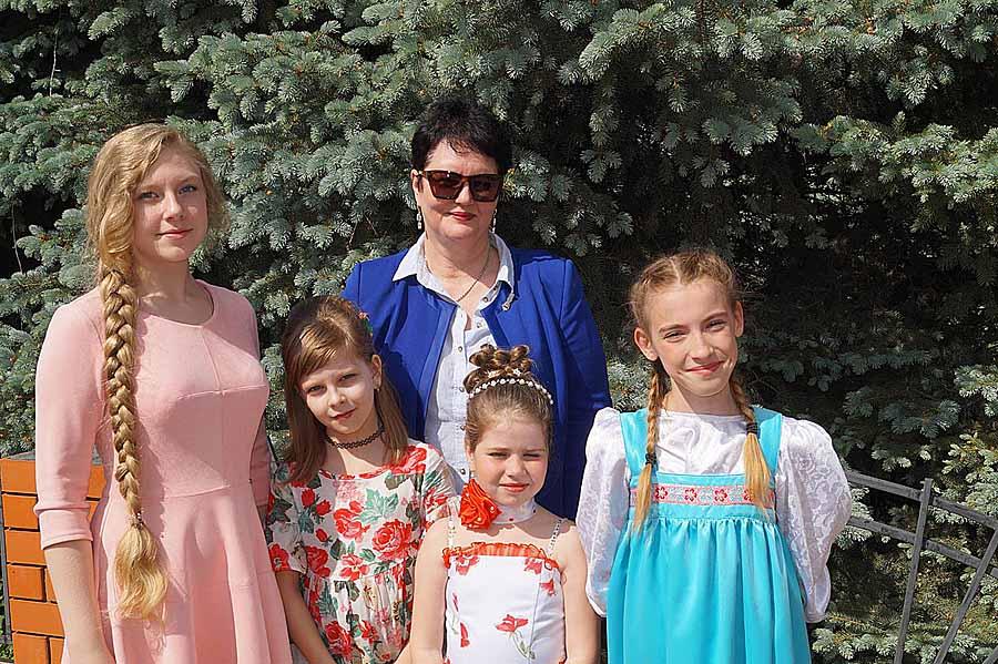 Татьяна Морозова со своими воспитанницами