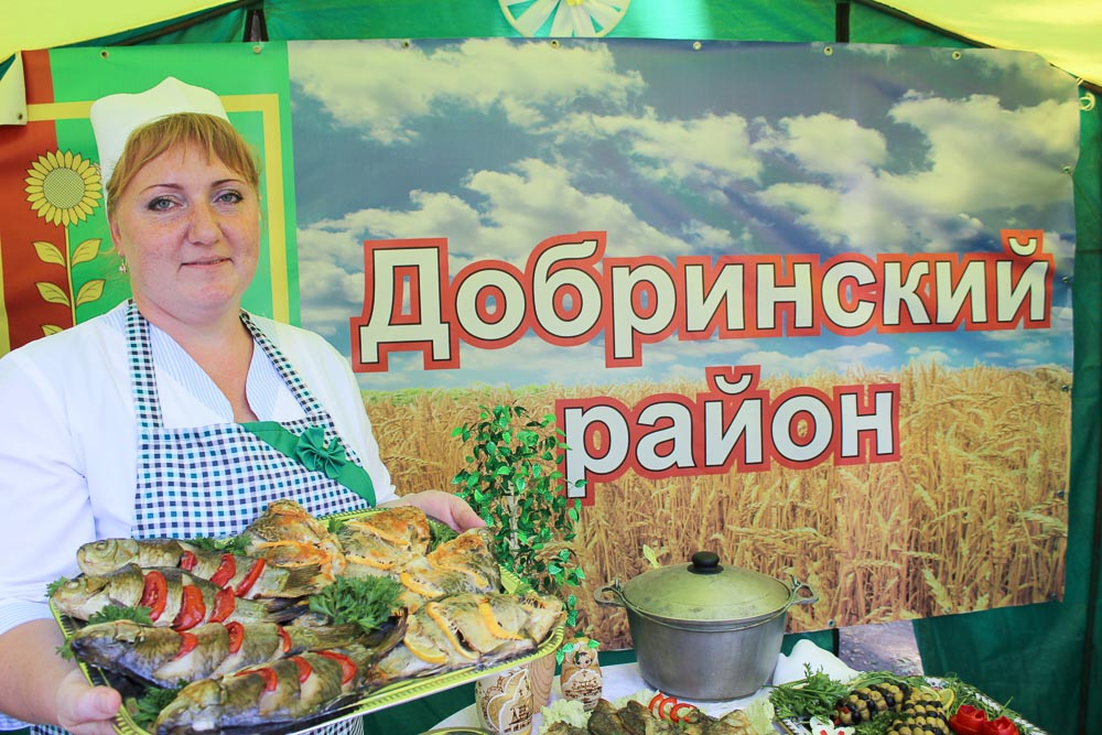 Римма Волошина, повар кафе «Молодежное», потрудилась на славу. Ее кулинарные изыски пришлись по вкусу Джону Уоррену и гостям мероприятия.