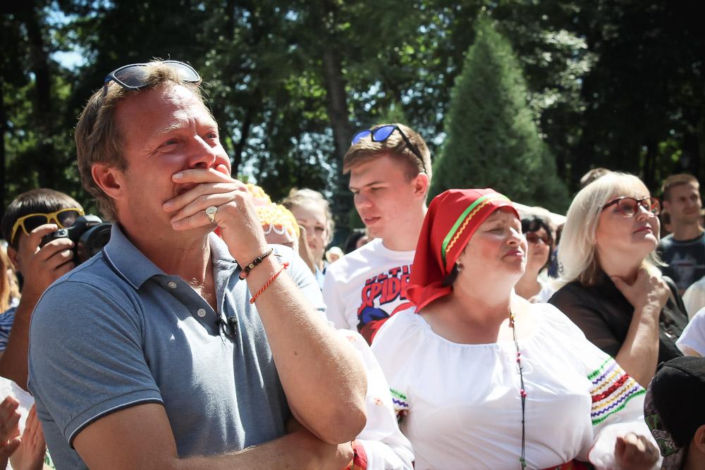 Теплый прием в Липецке заставил ведущего проронить скупую мужскую слезу.