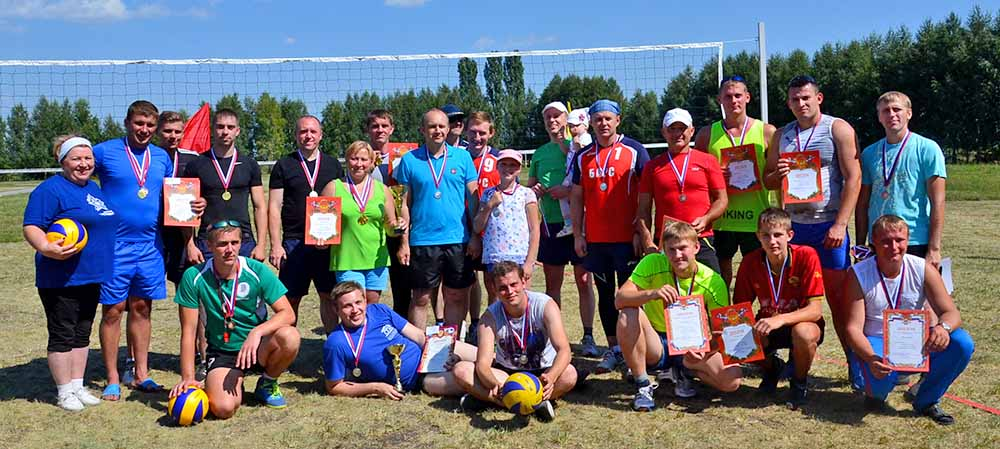 Победитель и призеры прошедшего турнира: команды «Рубеж», «Стрела» и «БВС» после награждения.
