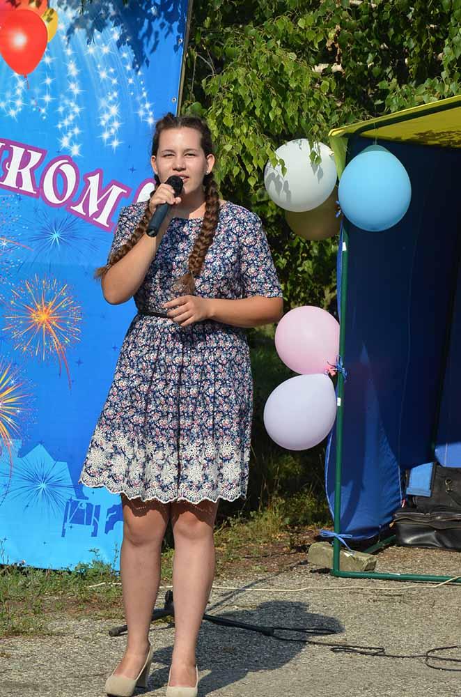 Для жителей Мазейки пели самодеятельные артисты.