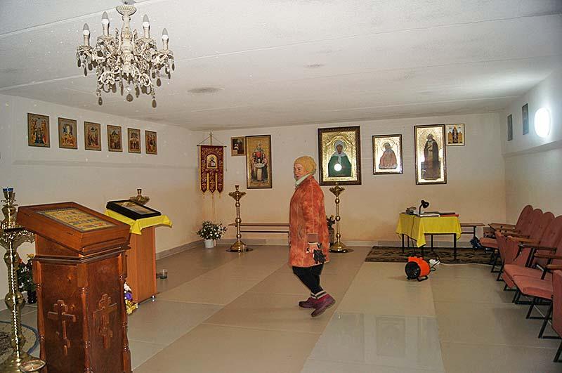 С недавних пор в нижнем храме проводятся богослужения.