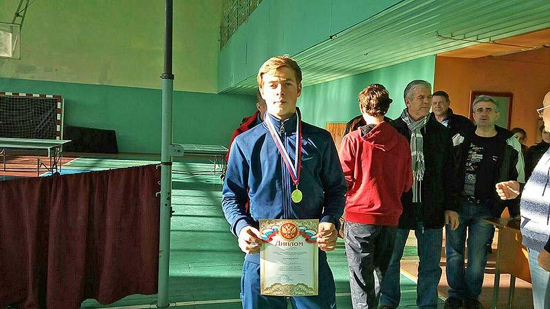 Антон Нархов - победитель соревнований среди юношей. Фото: vk.com