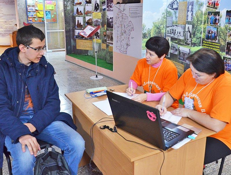 Александр Голанцев из лицея № 1 п. Добринка пришел на пункт регистрации одним из первых.
