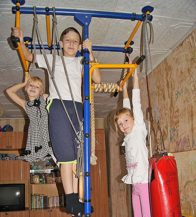 Для физического развития детей родители не жалеют ни сил, ни средств.