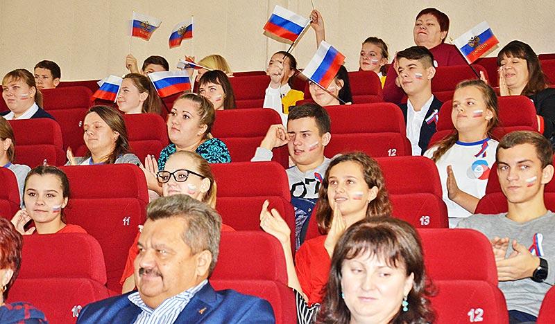 Добринцы приготовили для своих сверстников два презентационных ролика на тему развития в районе волонтерства и Российского движения школьников.