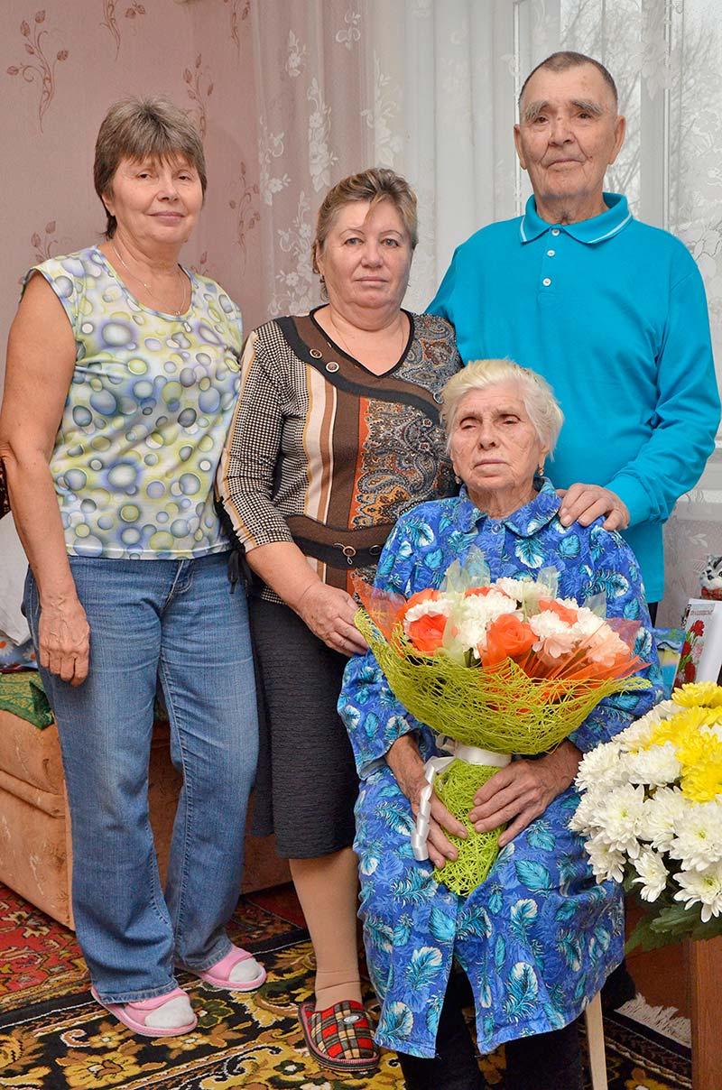 Супруги Верзилины Константин Павлович и Екатерина Сергеевна счастливы в кругу своей семьи.