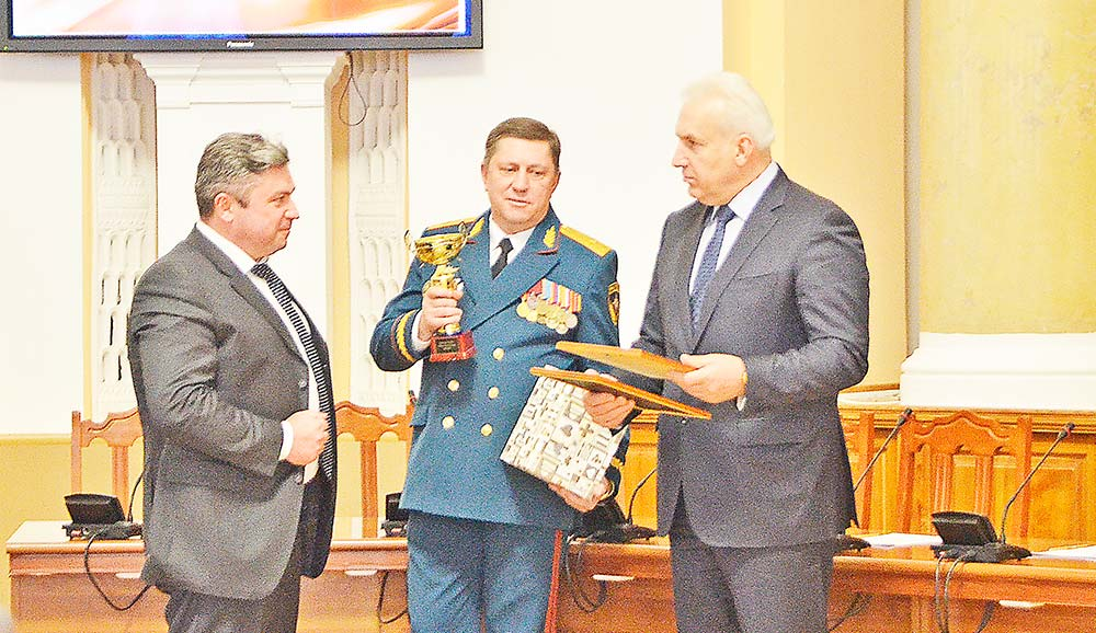 Сергей Москворецкий получил награду за вклад в развитие ЕДДС на территории Добринского района.