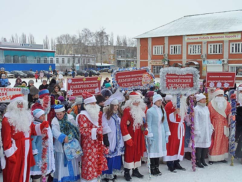В прошлом году подобное мероприятие собрало Дедов Морозов со всего района в одном месте.