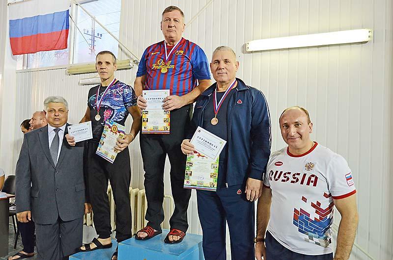 В соревнованиях приняли участие даже главы сельсоветов. Николай Чижов поднялся на верхнюю ступеньку пьедестала в своей возрастной категории.