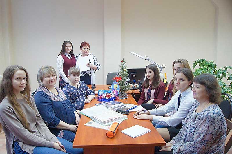 Мария Афанасьева и ее наставница Нина Владиславская приложили немало усилий, чтобы воссоздать женский костюм времен Киевской Руси.