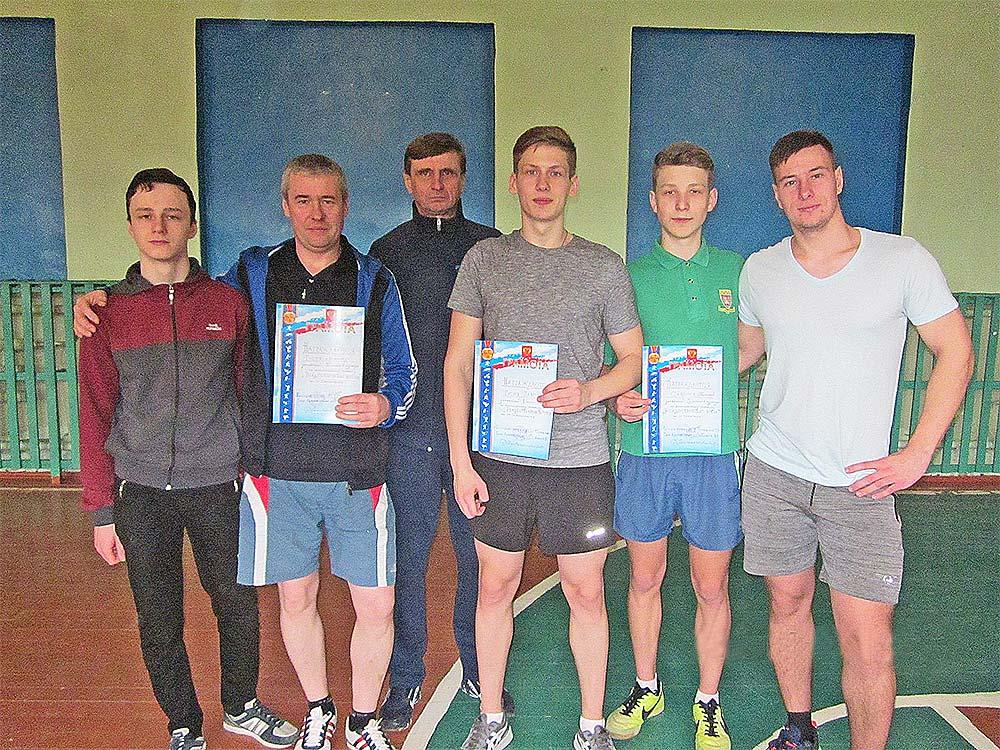 Участники турнира по настольному теннису на ст. Хворостянка.