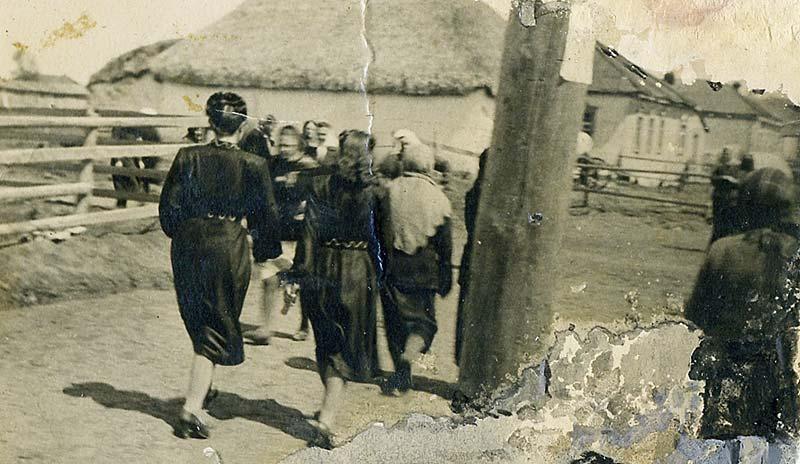 Фото первых послевоенных лет. Улица Октябрьская. Слева за оградой рынок. Ныне там располагается лицей.