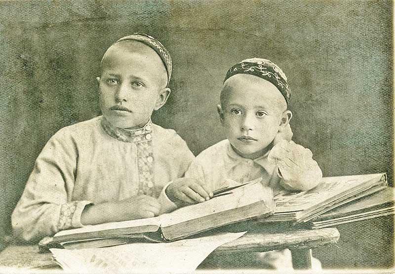 Дмитрий Тупиков со старшим братом Николаем. Его знала вся Добринка, как талантливого артиста и общественного деятеля.