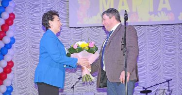 Сергей Москворецкий поздравил Любовь Агафонову, а в ее лице всех женщин, с праздником.