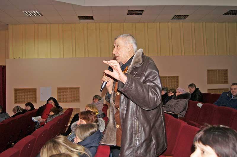 В ходе встречи жители Добринки как благодарили местную власть, так и вносили свои предложения по благоустройству поселка .