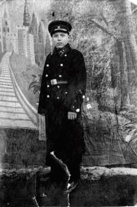 Довоенное фото Василия Коротаева из домашнего архива его внучки С. Варчевой.