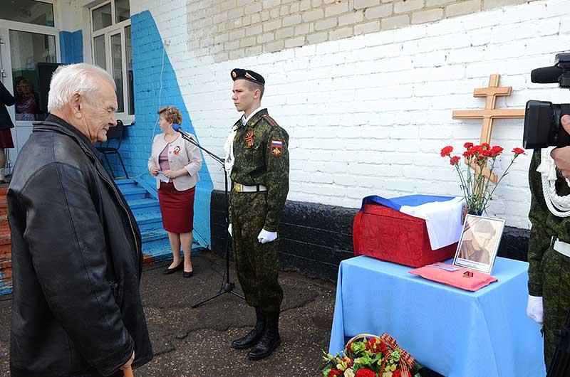 Проститься с родным братом приехал из Липецка Юрий Павлович Тупиков. Последняя их встреча была 76 лет назад. С тех пор он ничего не знал об участи Дмитрия.