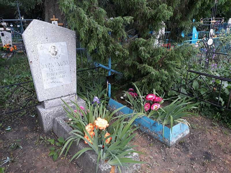 Могила Баскаковой на Чуевском кладбище.