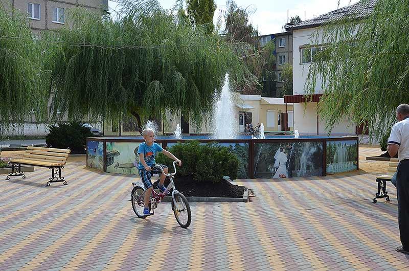Фонтан в Плавице — излюбленное место отдыха жителей. Помимо Добринки, фонтан есть еще в Средней Матренке, а скоро появится и в Дубовом.
