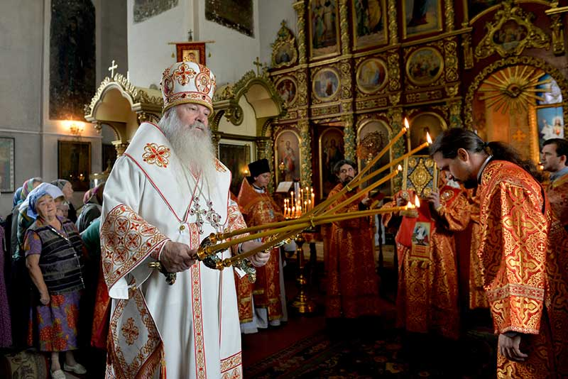 Высокопреосвященнейший митрополит Липецкий и Задонский Никон совершил Божественную литургию в Христо-Рождественском храме города Липецка