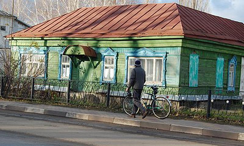 На снимке: в этом старинном доме по улице Октябрьской, по утверждению старожилов, располагалась синагога.