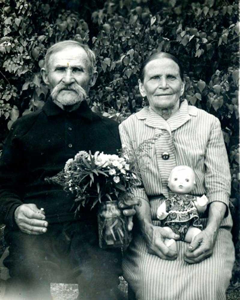 Иван Васильевич Буданцев (Стальной) с женой Клавдией Степановной в день их «золотой свадьбы».
