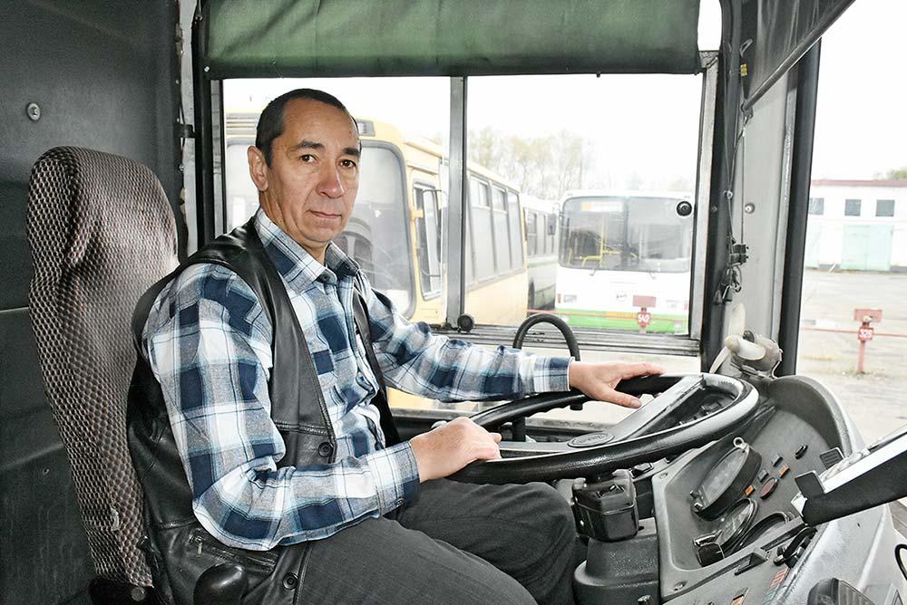 За плечами Игоря Бахтина — 35 лет работы за баранкой, 32 из которых — в Добринском АТП.