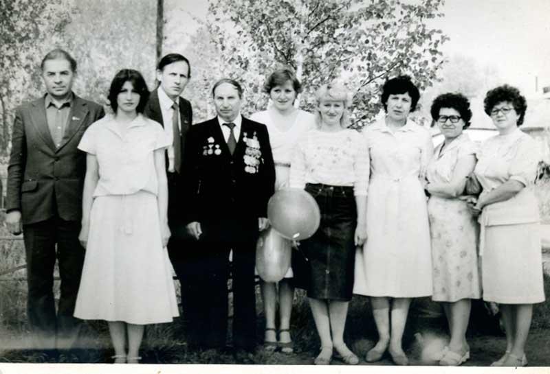 9 Мая 1985-го года. Коллектив редакции (слева направо): А. Дулин, А. Жук, В. Волокитин, П. Абрамов, Н. Кудрявцева, Н. Вострикова, Е. Кудрявцева, А. Полянская, Н. Шикина.